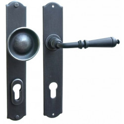 Kované ochranné kování na štítě model 4364