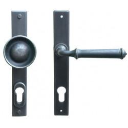 Kované ochranné kování na štítě model 4366