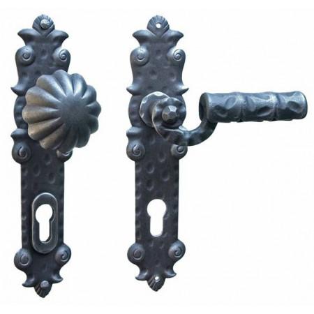Kované ochranné kování na štítě model 4325
