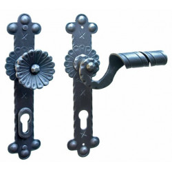 Kované ochranné kování na štítě model 4321