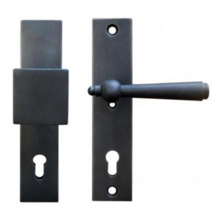 Kované bezpečnostní kování na štítě model 4401